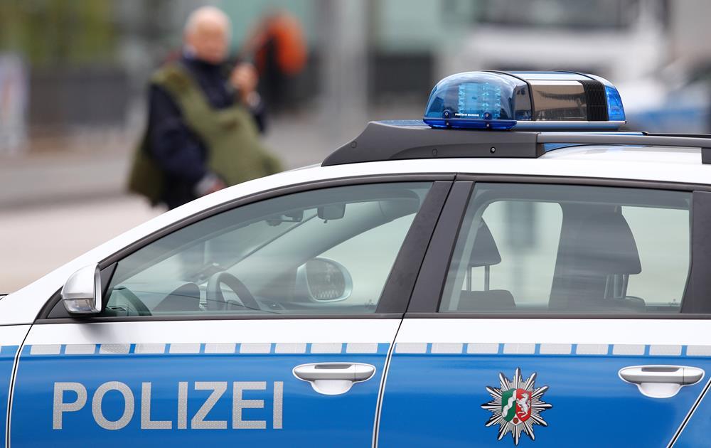 Richsteiner Ortsschild rasiert: Polizei sucht Unfallflüchtigen