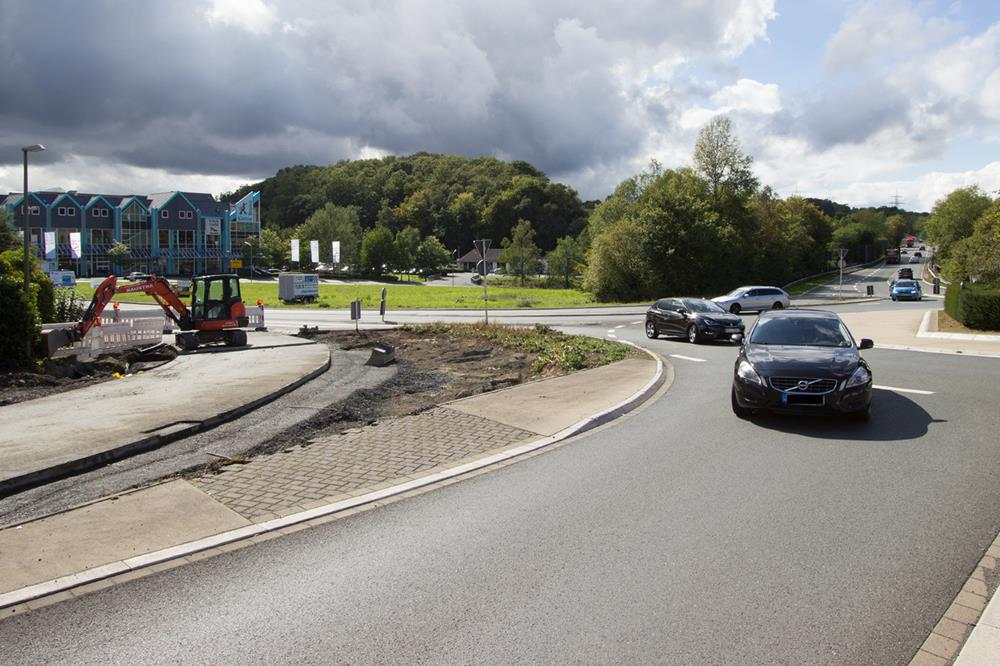 Höhere Sicherheit für Fußgänger – Straßen.NRW baut Gehweg auf Anregung der Gemeinde Wilnsdorf