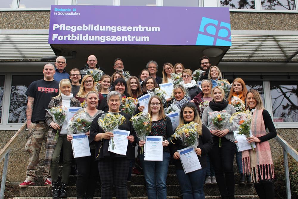 24 Pflegefachkräfte als Praxisanleiter zertifiziert