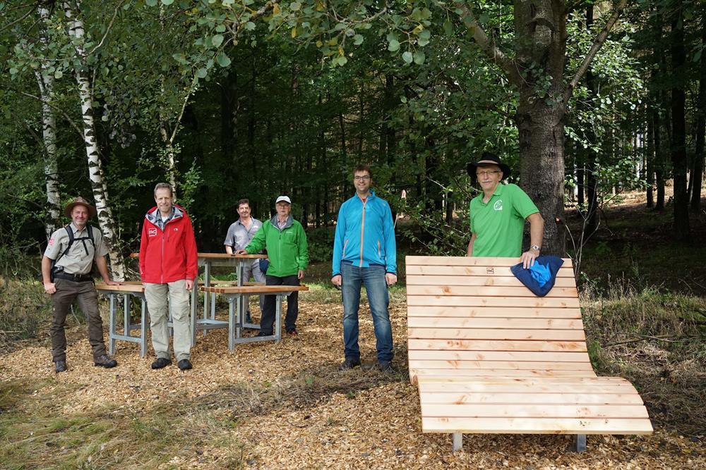 Erster Geburtstag der Gernsdorfer Höhentour gefeiert – Vesperinsel und Waldsofas eingeweiht